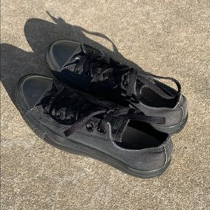 black converse low top chuck taylor all star shoes